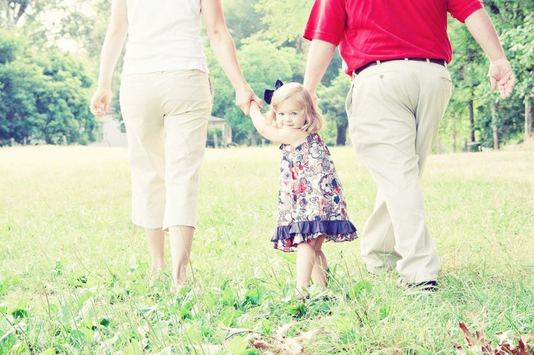 picture of a child walking with parents