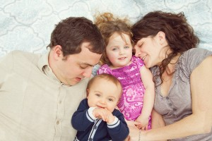 FAmily snuggles for photographer