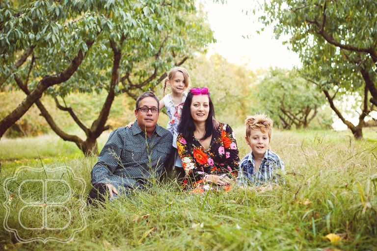 FAmily photo in an orchard