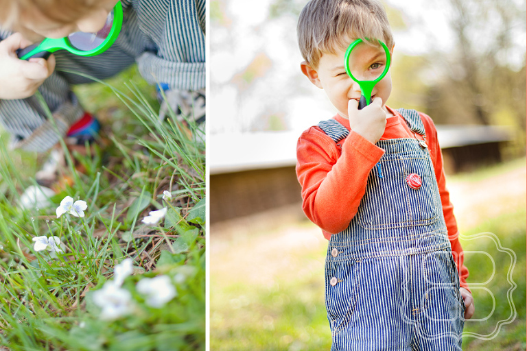 Child photo with magnifying glass