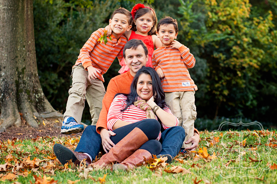 All the splendor of fall with a gorgeous charlotte family for Fall family picture ideas outside