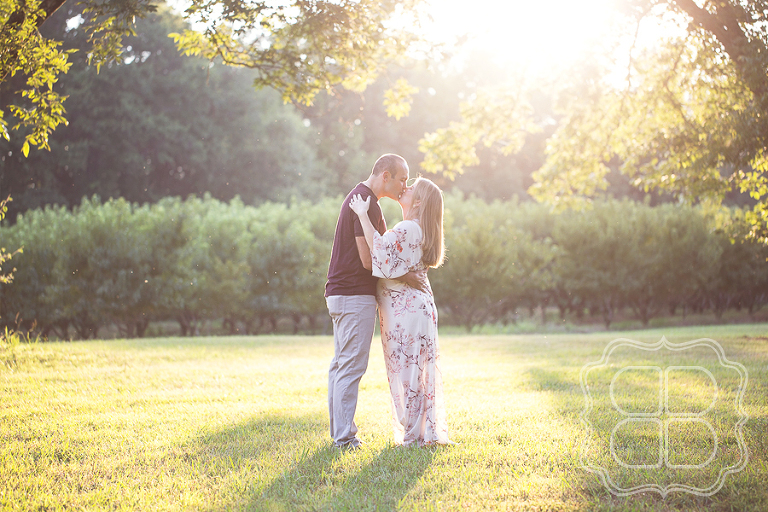 Maternity Photo Shoot Kiss